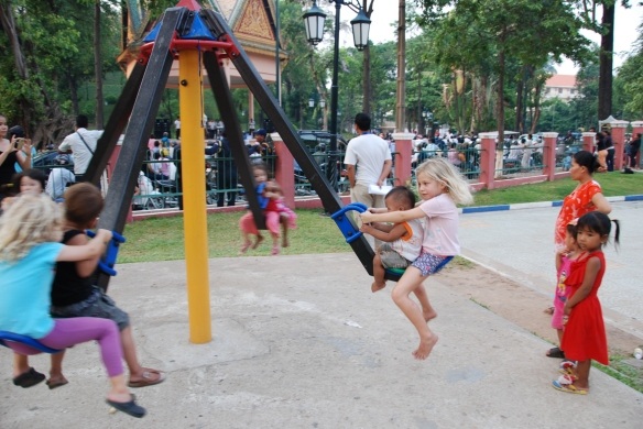 DSC_0885_Playground_Wat_Phnom